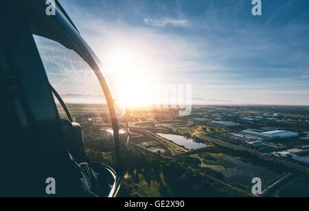Luftaufnahme von Kapstadt mit strahlendem Sonnenschein aus einem Hubschrauber. - Stockfoto
