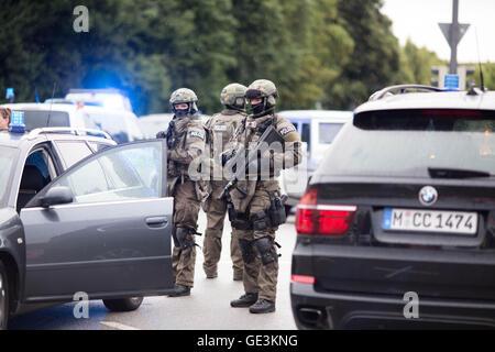 22. Juli 2016 - schießen OEZ München © Michael Trammer/ZUMA Draht ...