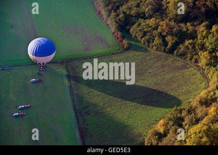 Heißluft-Ballon im Naturpark Garrotxa, Provinz Girona. Katalonien. Spanien - Stockfoto