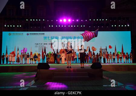 Peking, China. 27. Juli 2016. Startschuss-Zeremonie von der 7. Soong Ching Ling International Summer Camp ist in - Stockfoto
