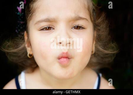 Kleines Mädchen machen Fisch Gesicht - Stockfoto