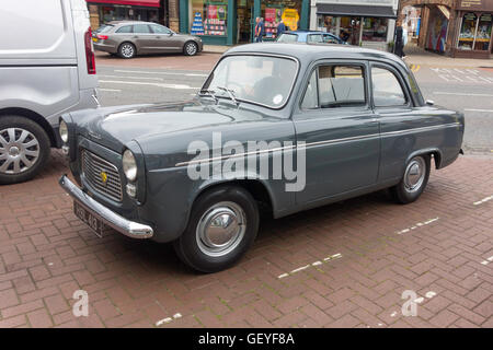 60er Jahre Ford Popular Limousine in Northallerton North Yorkshire Juli 2016 - Stockfoto