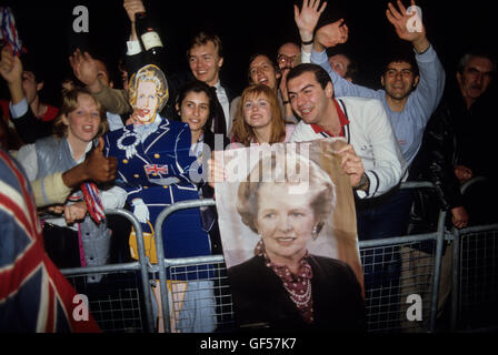 Junge Konservative Frau Maggie Margaret Thatcher Parlamentswahl 1983. 80er Jahre Großbritannien. HOMER SYKES Stockfoto