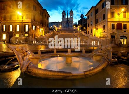 Spanische Treppe und Brunnen in Rom, Italien - Stockfoto