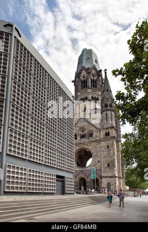 Blick auf die Kaiser-Wilhelm-Gedächtniskirche am Kurfürstendamm in Berlin Deutschland - Stockfoto