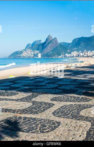 Frühmorgens am Strand von Ipanema, Rio De Janeiro, Brasilien - Stockfoto