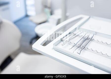 Nahaufnahme von zahnmedizinischen Geräten in Zahnarzt Klinik. - Stockfoto