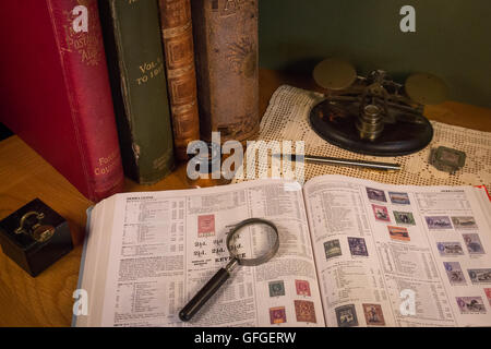 Briefmarken sammeln als Zeitvertreib mit seltenen und teuren Marken und hohe Katalogwerte - Stockfoto