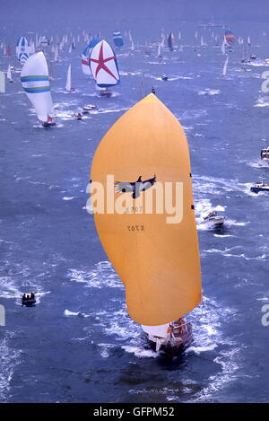 AJAX-NEWS-FOTOS. 1977. SOUTHSEA, ENGLAND. -WHITBREAD ROUND WORLD RACE START - HEIDE CONDOR (K707) SKIPPERED DURCH - Stockfoto