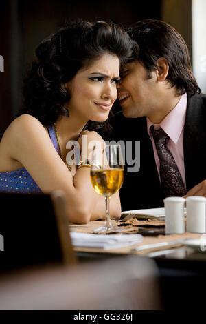 Paar zusammen Essen - Stockfoto