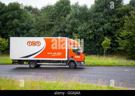 TNT Express ist ein international Courier delivery Services Unternehmen mit Sitz in Hoofddorp, Niederlande. Das - Stockfoto