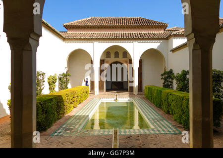 Garten im Innenhof des Cuartos de Granada, Alcazaba Festung, Malaga ...