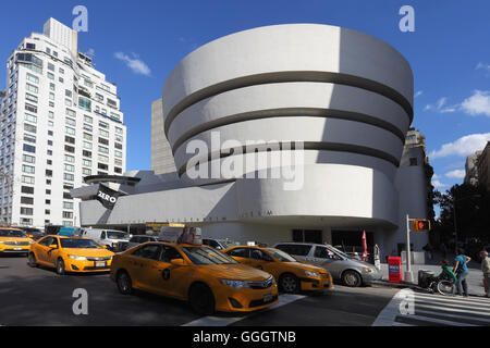 Geographie/Reisen, USA, New York, New York City, Solomon R. Guggenheim Museum, 5th Avenue, Additional-Rights - Clearance - Stockfoto