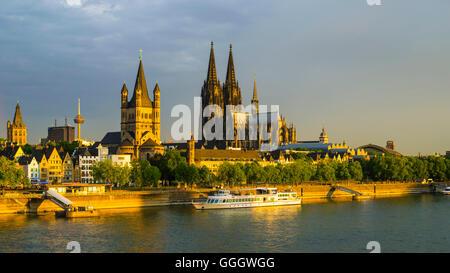 Geographie/Reisen, Deutschland, Nordrhein-Westfalen, City Hall, Fernsehturm Colonius, reichlich St. Martin, der - Stockfoto