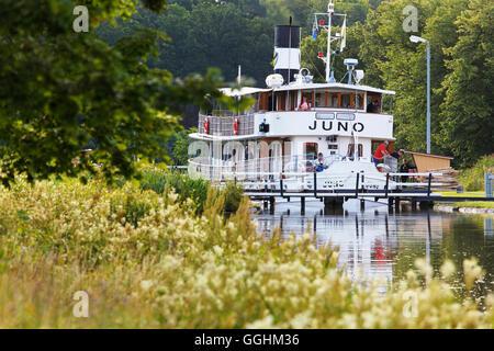 Historischen Kanalboot Juno in eine Sperre, Göta Kanal, Norrkoeping, Schweden - Stockfoto