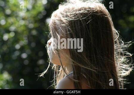 Seitenansicht des Mädchens - Stockfoto