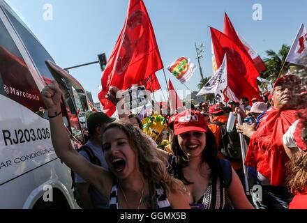 Rio De Janeiro, Brasilien. 5. August 2016. Menschen nehmen Teil an einer Demonstration zur Unterstützung der suspendierten - Stockfoto
