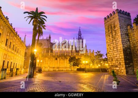 Sevilla, Spanien historische Stadtbild in Plaza de Triunfo. - Stockfoto