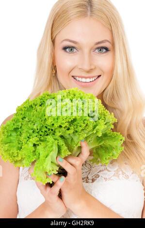 Frau Holding frischem Salat - Stockfoto