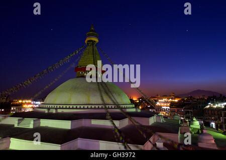 Boudhanath Stupa bei Sonnenuntergang, UNESCO-Weltkulturerbe, Kathmandu, Nepal, Asien - Stockfoto