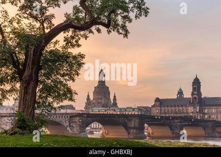 Geographie/Reisen, Deutschland, Sachsen, Dresden, Frauenkirche (Kirche unserer Dame) und provinziellen High Court - Stockfoto