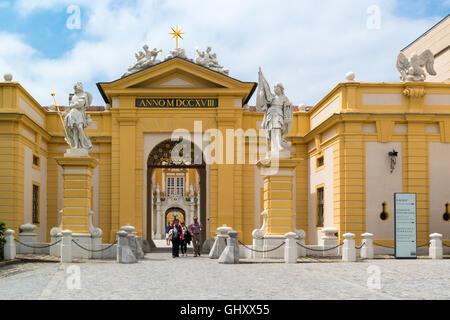 Haupteingang des Melk Abbey in Wachau Valley, Niederösterreich - Stockfoto