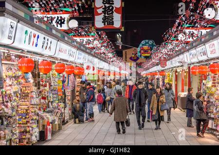 Einkaufspassage am Sensoji-Tempel in Asakusa, Tokio, Japan. - Stockfoto