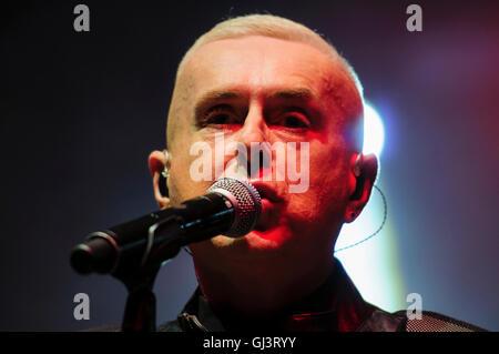 Belfast, Nordirland. 11. August 2016 - führt Holly Johnson, ehemaliger Sänger von Frankie Goes to Hollywood, bei - Stockfoto