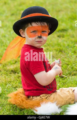 Burley, Hampshire, UK. 13. August 2016. Kleiner Junge gekleidet als Fox an der New Forest Fairy Festival, Burley, - Stockfoto