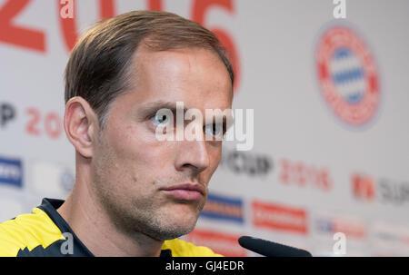 Dortmund, Deutschland. 13. August 2016. Dortmunds Trainer Thomas Tuchel spricht während einer Pressekonferenz auf - Stockfoto