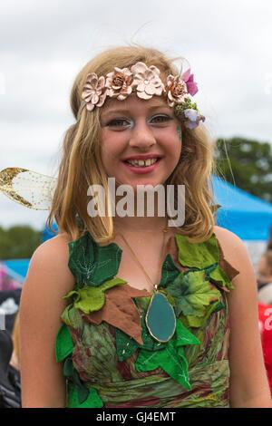 Burley, Hampshire, UK. 13. August 2016. Mädchen gekleidet als Fee an der New Forest Fairy Festival, Burley, Hampshire, - Stockfoto