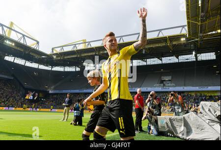 Dortmund, Deutschland. 13. August 2016. Dortmunder Marco Reus zu Fuß ins Stadion während der Teampräsentation von - Stockfoto