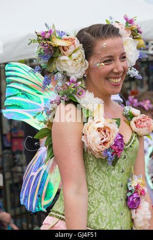 Burley, Hampshire, UK. 13. August 2016. Frau verkleidet als Fee an der New Forest Fairy Festival, Burley, Hampshire, - Stockfoto