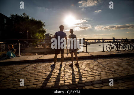 London, UK. 14. August 2016. UK-Wetter: Abendsonne am Greenwich Pier in Süd-Ost-London-Credit: Guy Corbishley/Alamy - Stockfoto