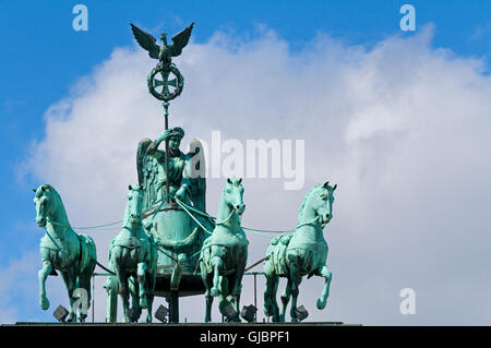 Das Brandenburger Tor Quadriga in Berlin, Deutschland. - Stockfoto