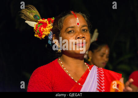Traditionelle bengali Gesang und Tanz am Tiger Camp in den Sundarbans National Park, West Bengal, Indien - Stockfoto