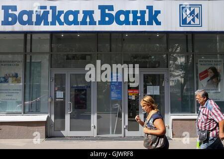 Moskau, Russland. 18. August 2016. Eine Moskauer Filiale der Baikal Bank. Der Bank von Russland hat die Lizenz des - Stockfoto