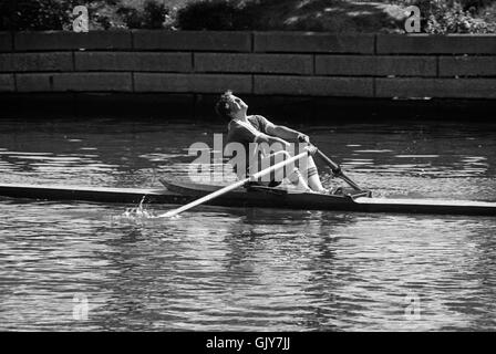 Einen Men's Single auf der Lincoln Park Lagune an der Chicago Sprints Regatta in Chicago am 31. Mai 1980 - Stockfoto