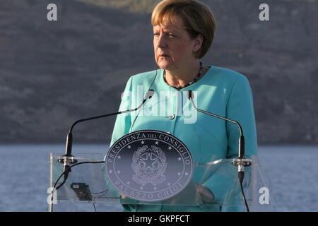 Ventotene, Italien. 22. August 2016. Renzi Hollande Merkel in Ventotene The Premier, Matteo Renzi, Präsident der - Stockfoto