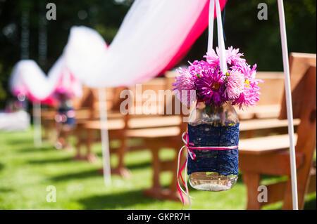 Schone Hochzeit Blumen Arrangement Von Platzen Entlang Den Gang