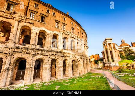 Rom, Italien. Morgendlichen Blick auf das Theater des Marcellus (Italienisch: Teatro di Marcello) erbaut im frühen - Stockfoto