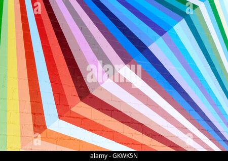 Bunte geometrische Muster auf der Außenwand eines Gebäudes gemalt, Prism stil Kunst - Stockfoto