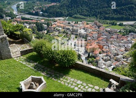 Ansicht von Varallo Sesia aus Sacro Monte di Varallo, Piemont, Italien - Stockfoto