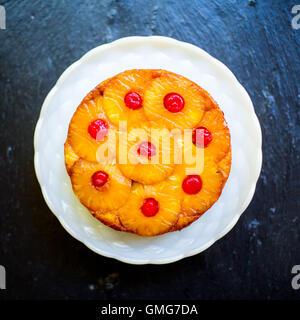 Ananas & Kokosnuss auf den Kopf – Kuchen - Stockfoto