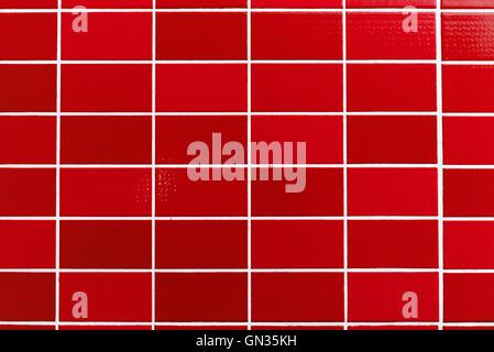 Rot gekachelter Hintergrund mit relativ kleinen Fliesen - Stockfoto