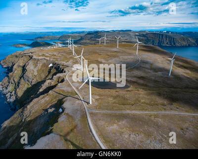Windmühlen zur Stromerzeugung. Nord-Norwegen - Stockfoto