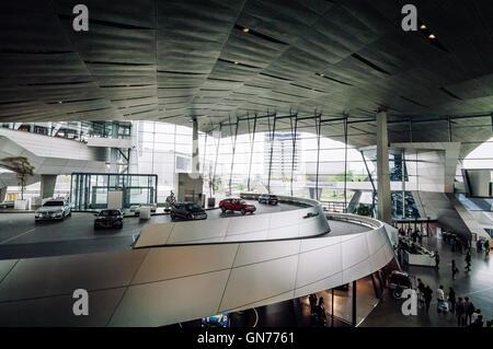 München, Deutschland - 3. Mai 2015: Die BMW Welt ist ein Mehrzweck-Messegelände für Meetings und Veranstaltungen genutzt.