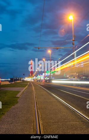 Blackpool, UK. 31. August 2016. UK-Wetter: Kühl und luftig Abend in Blackpool. Besucher erhalten ein kleines Geschenk, - Stockfoto