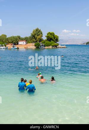 Frauen im Burkini, albanische Riviera, Lori Beach, Ksamil, Sarande, Albanien - Stockfoto