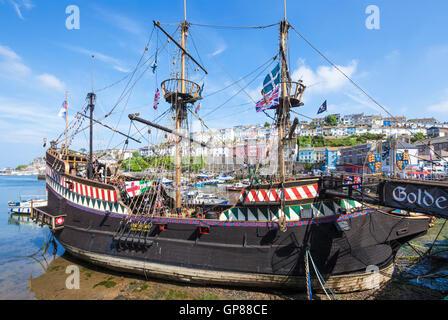 Golden Hind Replik Schiff vor Anker in Brixham Hafen Brixham Devon England UK GB EU Europa - Stockfoto